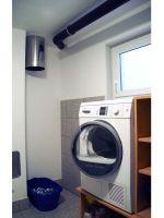 Waescheschacht-edelstahl-endet-in-der-Waschkueche